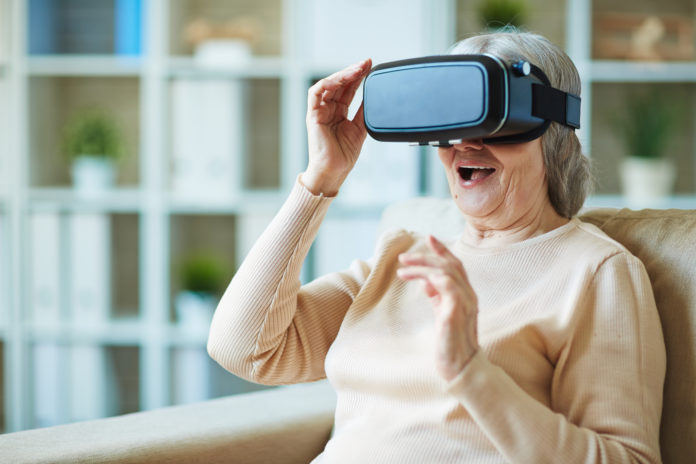 Older-woman-using-oculus-rift-virtual-reality-headset-for-health-696x464 (2)